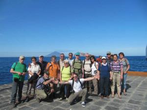 Nuestro grupo con el volcan Stromboli.