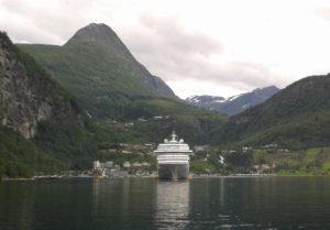 Geirangerfjord und Kreuzfahrtschiff
